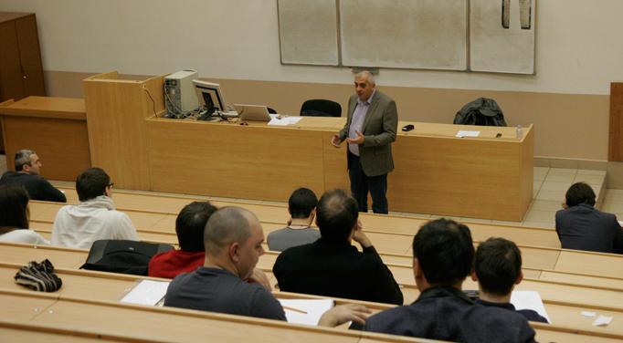 Вячеслав Черкашин делится со студентами тонкостями внутренней оптимизации